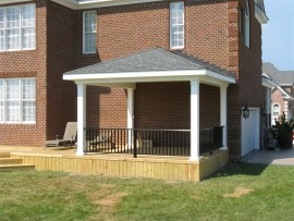 screen-porches-covered-porches/screened-in-porches-chesapeake-va/)